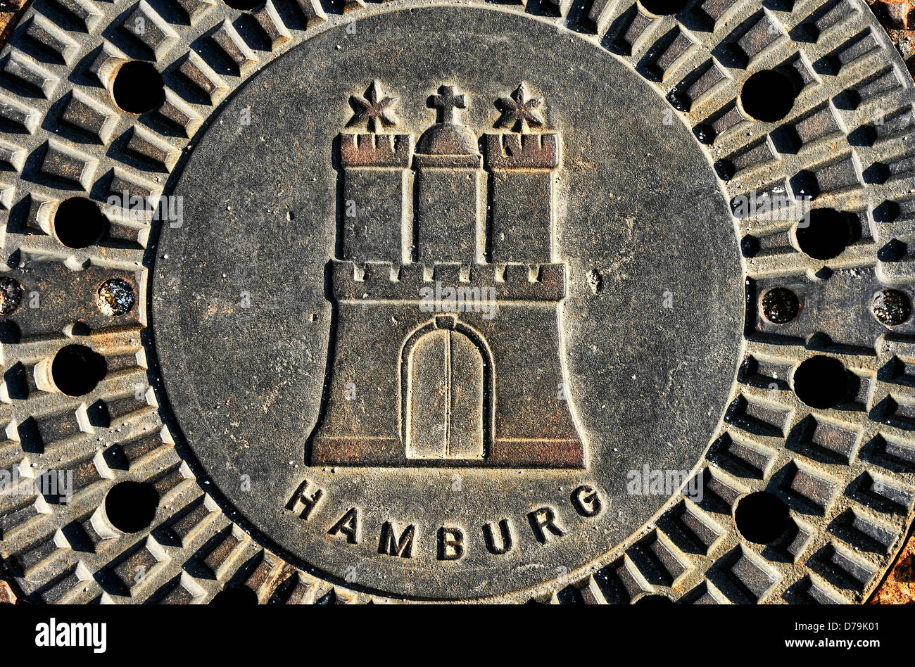 Canal lid with Hamburg town coat of arms , Kanaldeckel mit Hamburger Stadtwappen - Stock Image