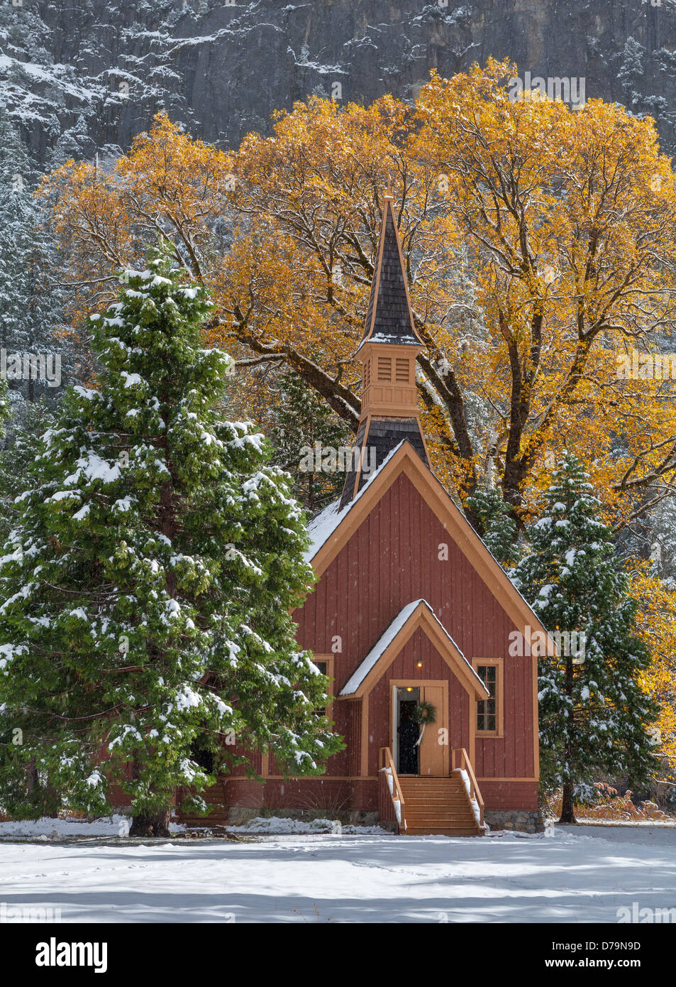 Yosemite National Park, California: Yosemite Valley Chapel (1879) in falling snow. - Stock Image