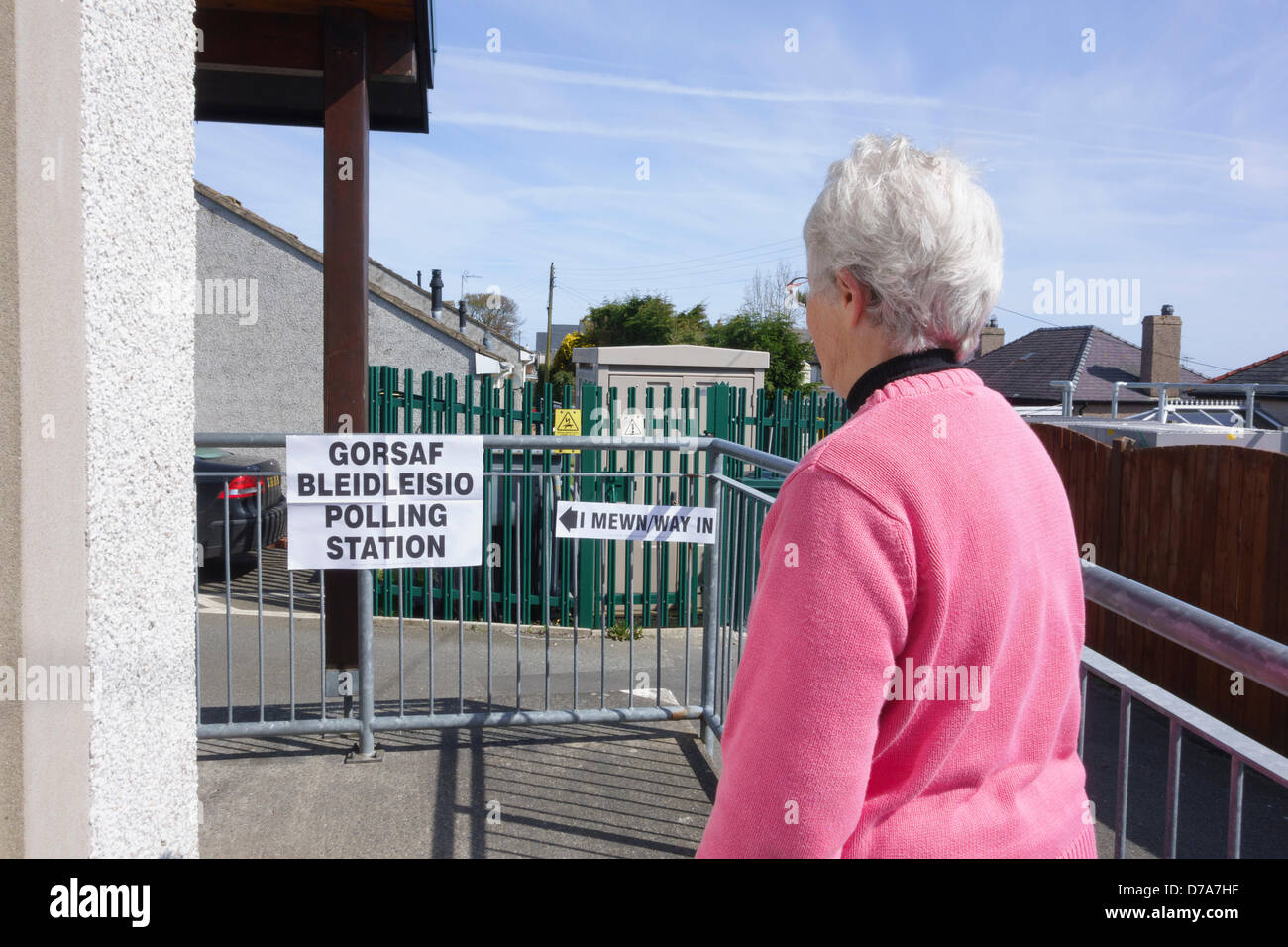 Benllech, Isle of Anglesey, Wales, UK.  Thursday 2nd May 2013. A senior woman voter enters the polling station in - Stock Image