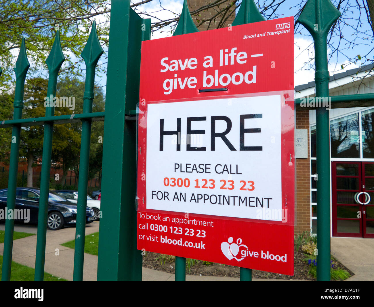 Blood Donation in the UK - Please Give Blood - Sign outside drop in centre in Redditch, Worcestershire - Stock Image