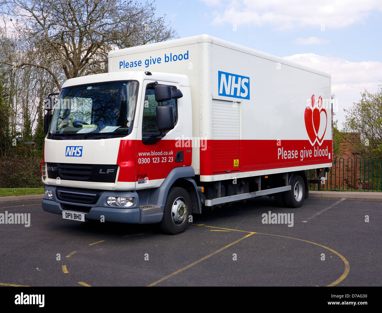 Blood Donation in the UK - Please Give Blood - Lorry outside drop in centre in Redditch, Worcestershire - Stock Image