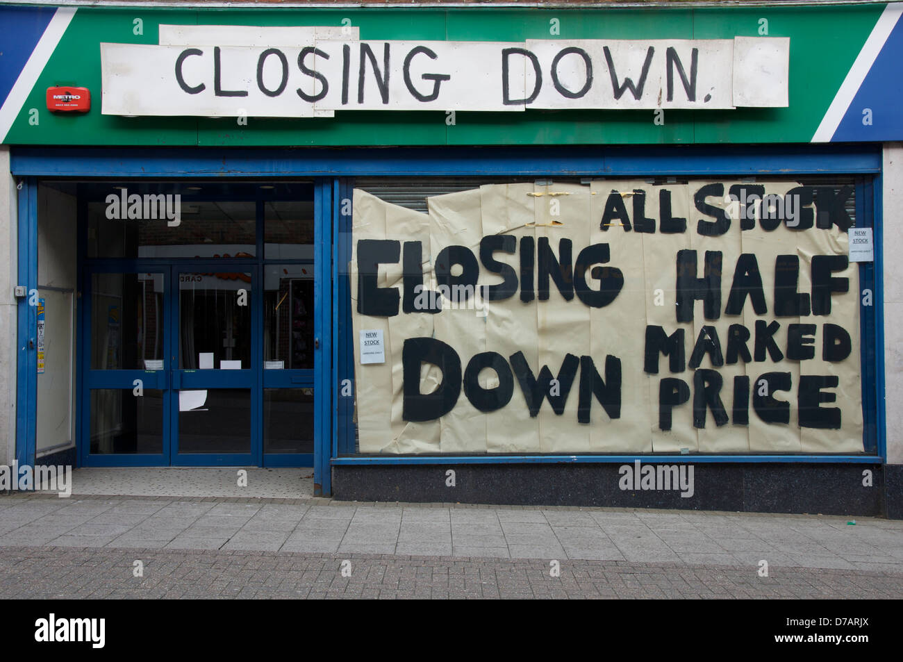 Closing Down: This empty sports shop in Dorchester is just one of the many high street casualties of the global Stock Photo