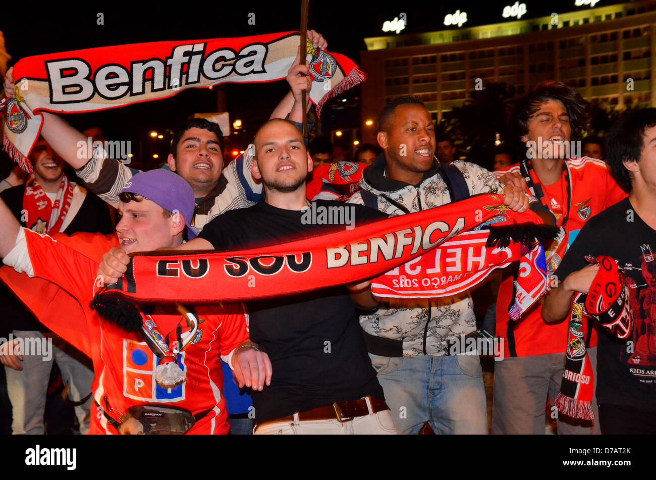 Sport Lisboa Benfica (SLB) Benfica wins 3-1 Fernebache Benfica fans celebrate winning the Marques de Pombal Square, - Stock Image