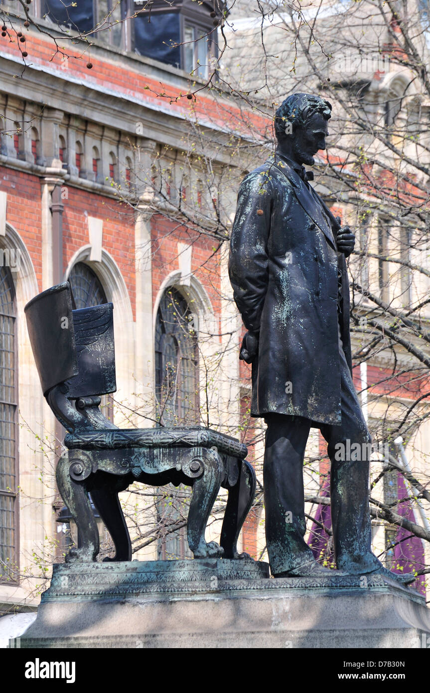 London, England, UK. Statue of Abraham Lincoln (1920) in Parliament Square - Stock Image