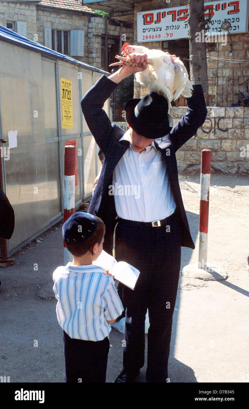 Kapparot - Expiatory Sacrifice on Yom Kippur, Mea Shearim - Stock Image