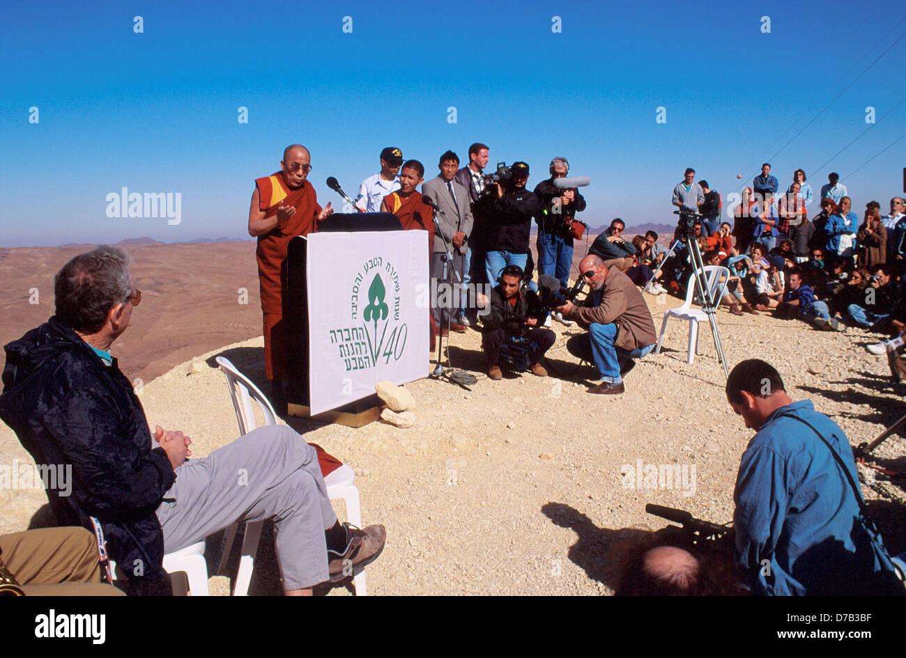 the dalai lama addressing a crowd in the arava - Stock Image