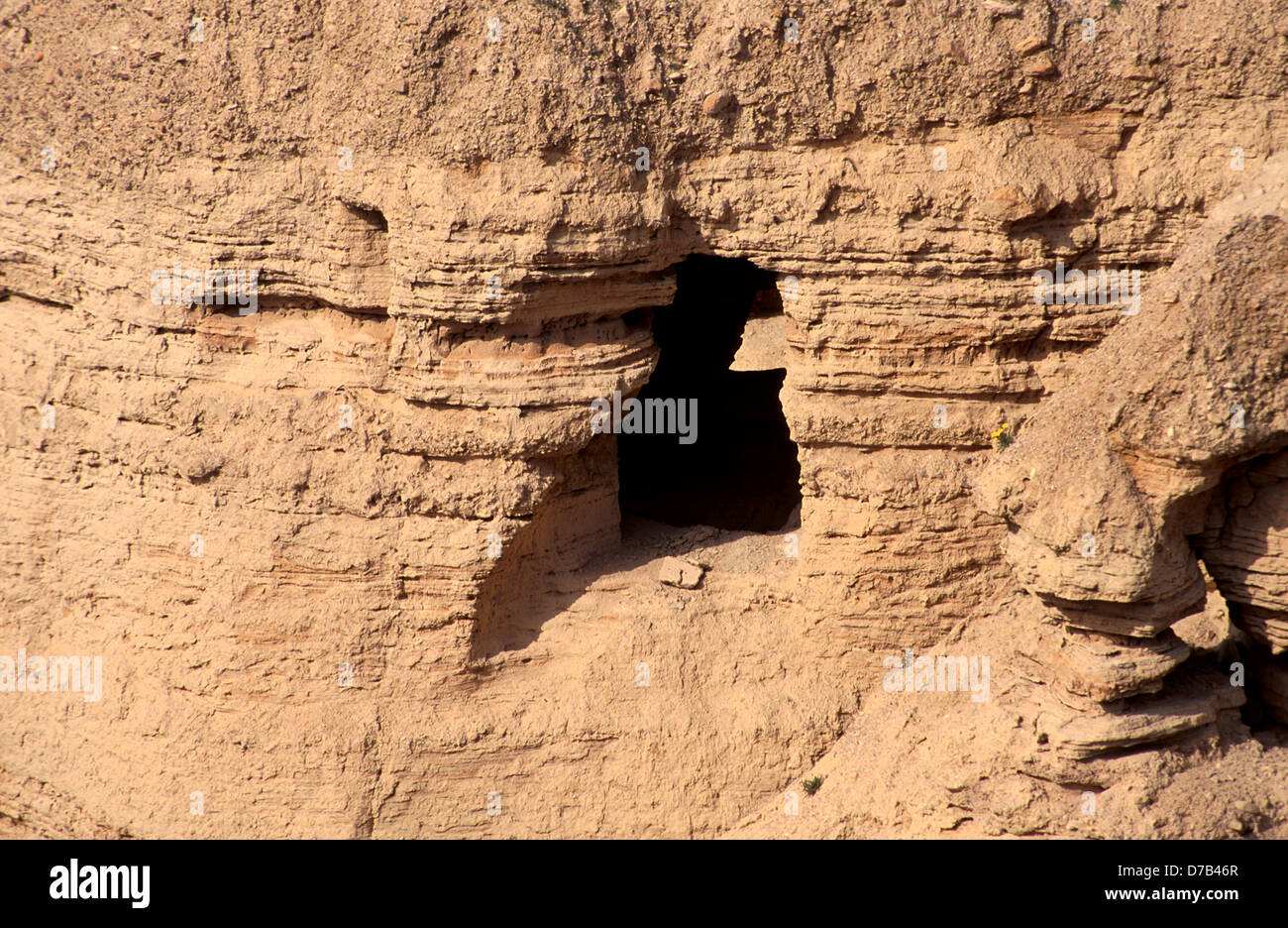the discovery of the dead sea scrolls The story of the dead sea scrolls the story of the dead sea scrolls begins in 1947, when – so the tale goes – a bedouin shepherd found a collection of apparently ancient scrolls in a cave above khirbet qumran, near the north end of the dead sea.