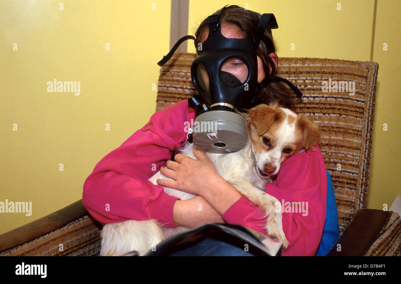 girl and her dog during gulf war real alarm - Stock Image