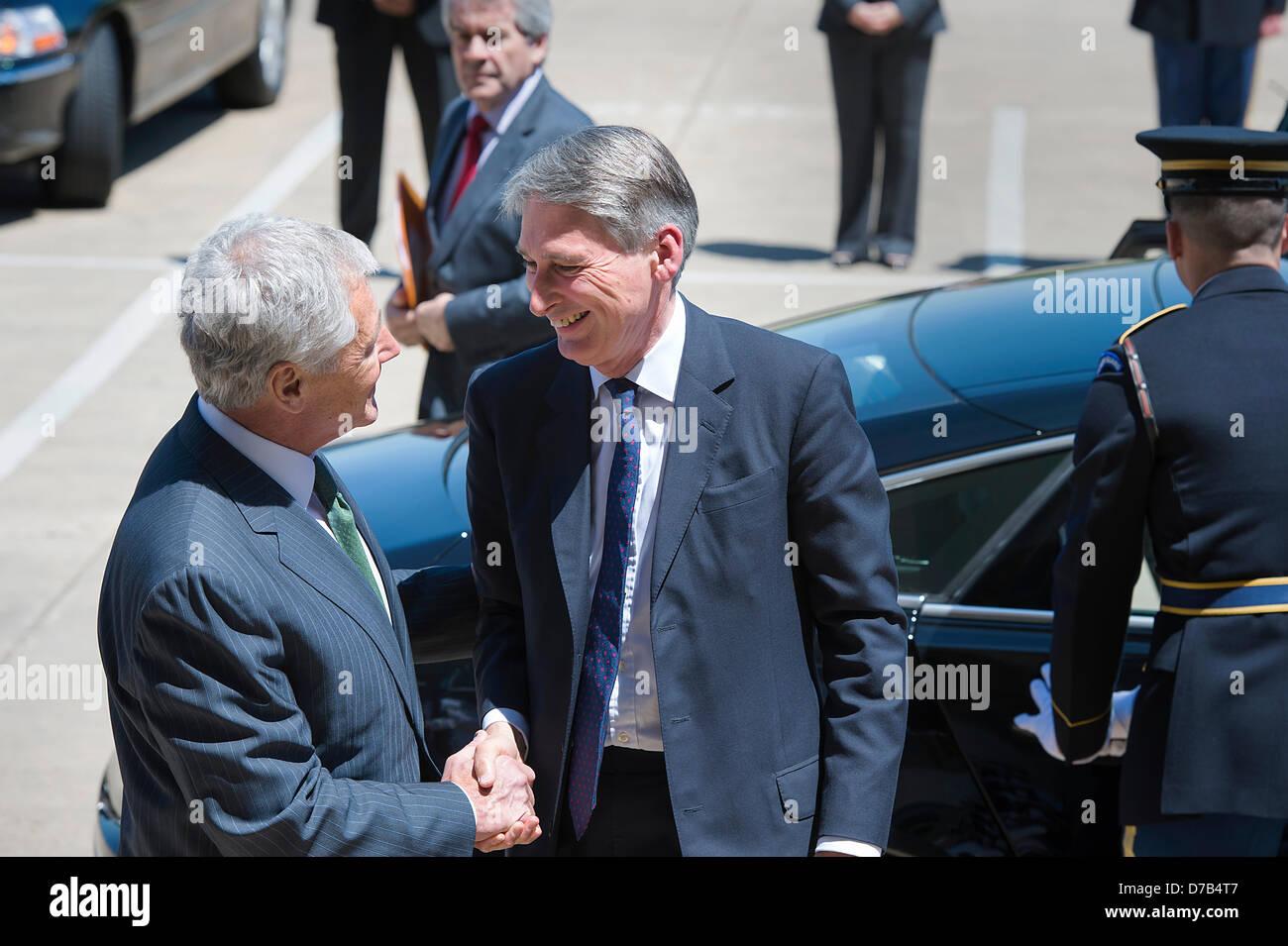US Secretary of Defense Chuck Hagel welcomes British Defence Secretary Phillip Hammond to the Pentagon May 2, 2013 - Stock Image