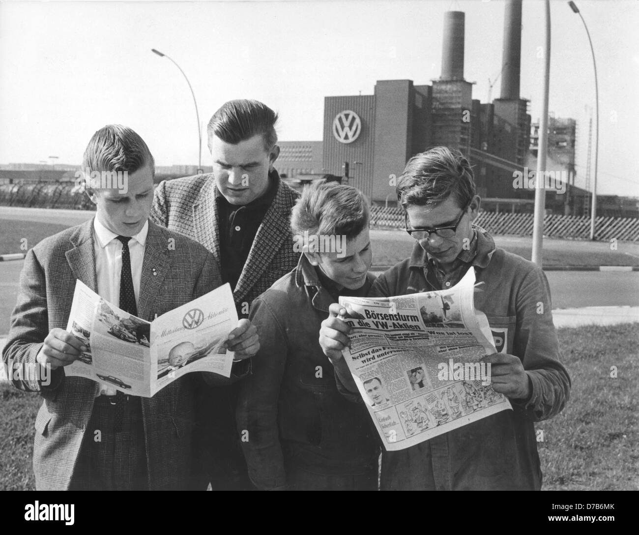 VW workers read a newspaper for VW shareholders on the 11th of April in 1961. Stock Photo