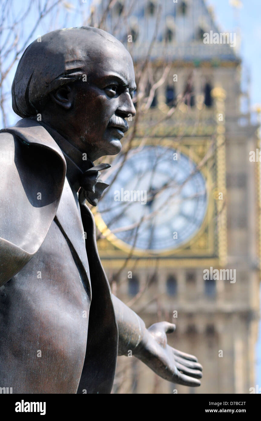 London, England, UK. Statue (2007, by Glynn Williams) of David Lloyd George (1863-1945; Prime Minister 1916-22) - Stock Image