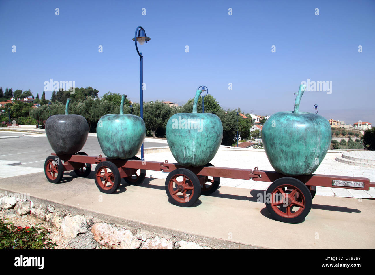 The Apples sculpture in Metula created by Avishai Taicher - Stock Image