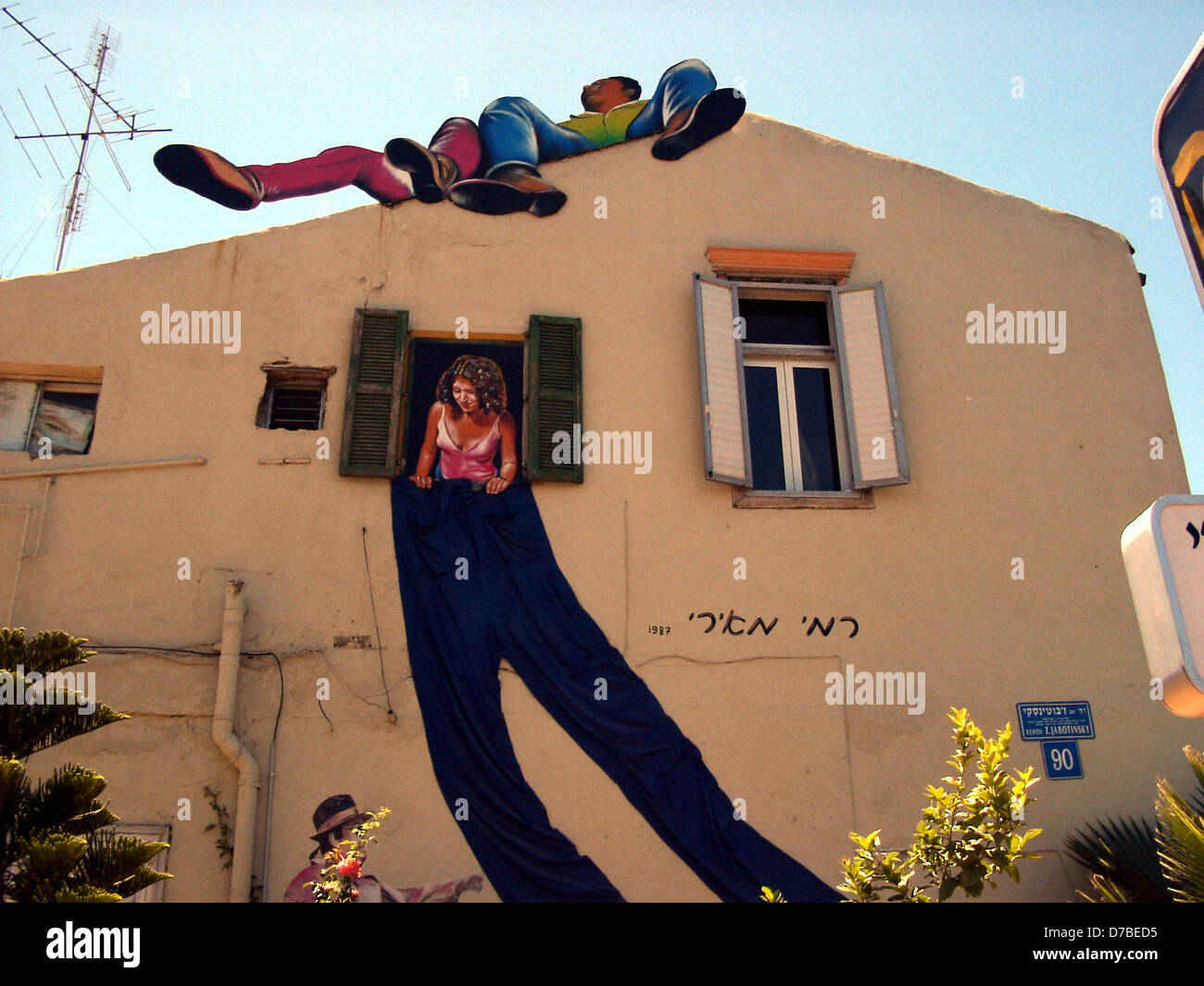 mural drawing on a house in tel aviv - Stock Image