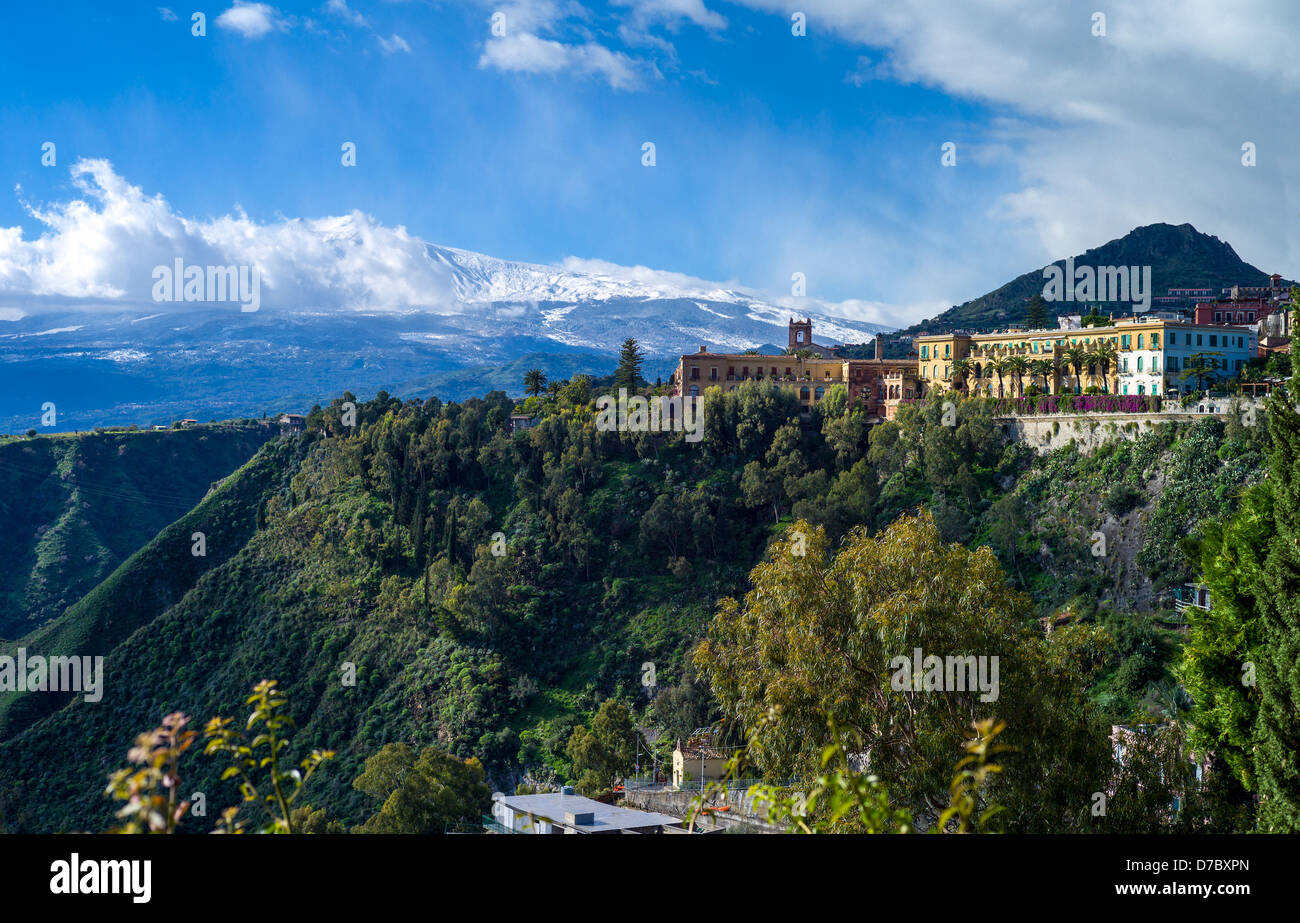 Europe Italy, Sicily, view on Taormina wiyh Etna volcano in background - Stock Image