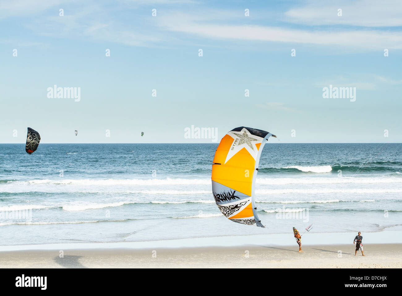 Kitesurfers at Campeche Beach. - Stock Image