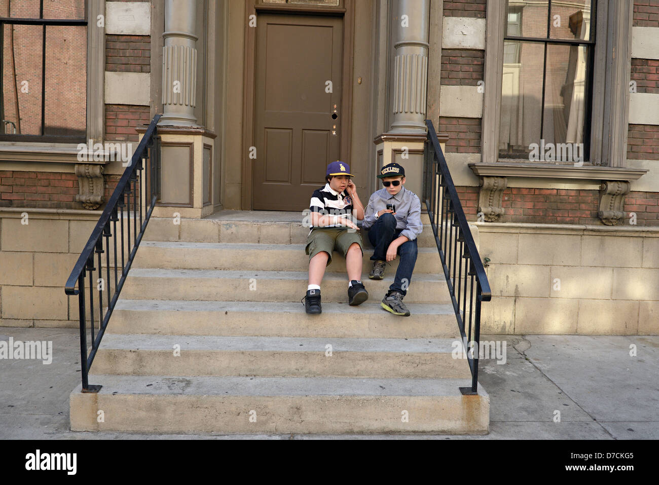 two boys listen ipod paramount pictures studios - Stock Image