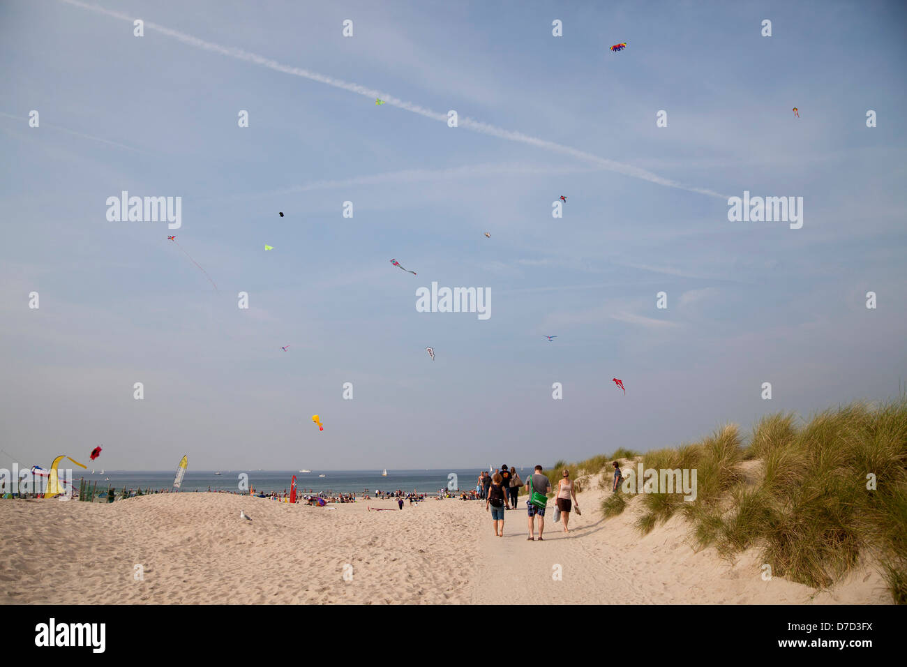 Kites on the busy beach of Warnemuende on the Baltic Sea, Rostock, Mecklenburg-Western Pomerania, Germany, Europe - Stock Image