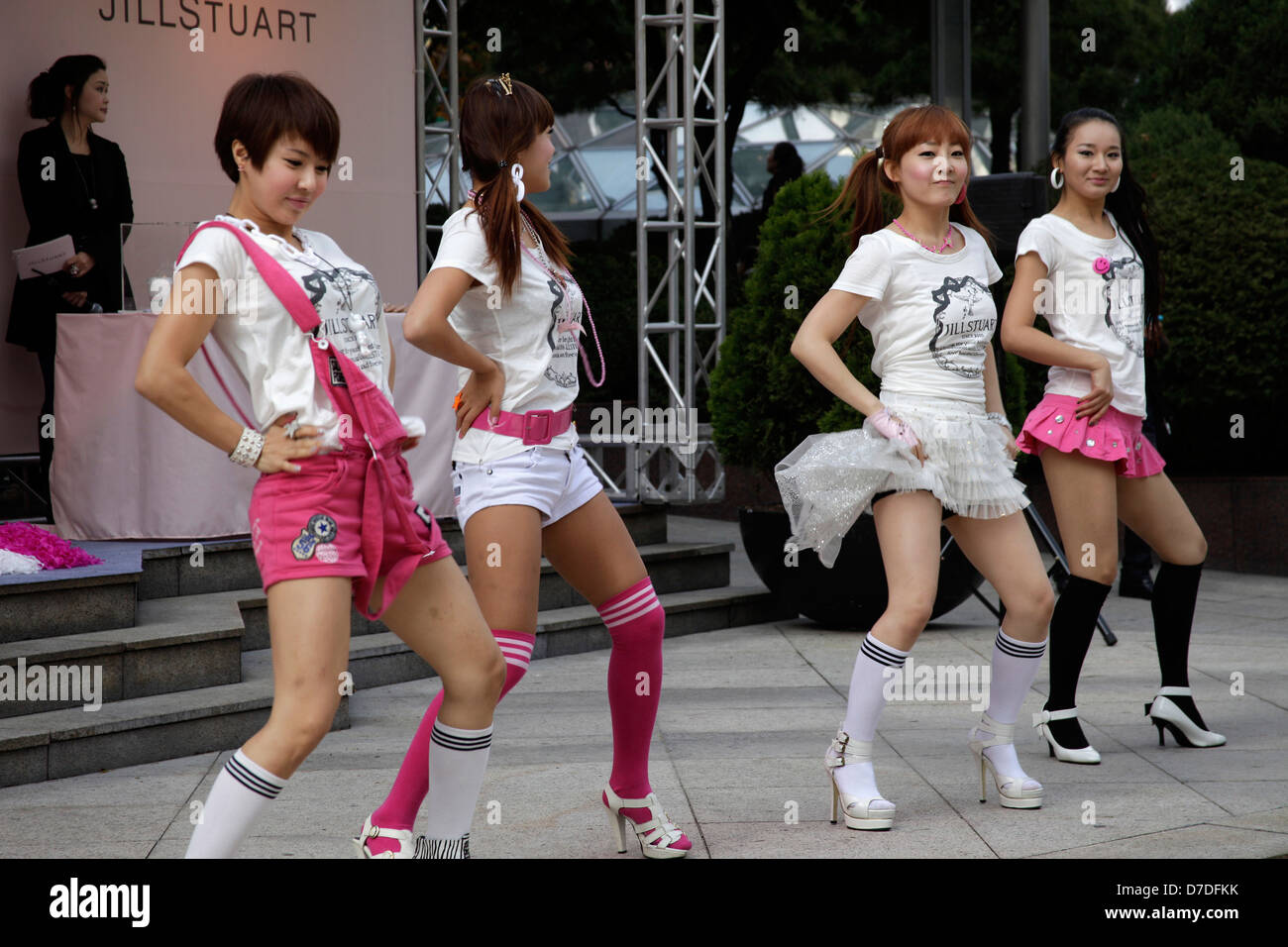 FKK - Rochelle -nudistenwelt.net korean girls dancing during a Jill Stuart fahion show in Seoul, South  Korea, Asia