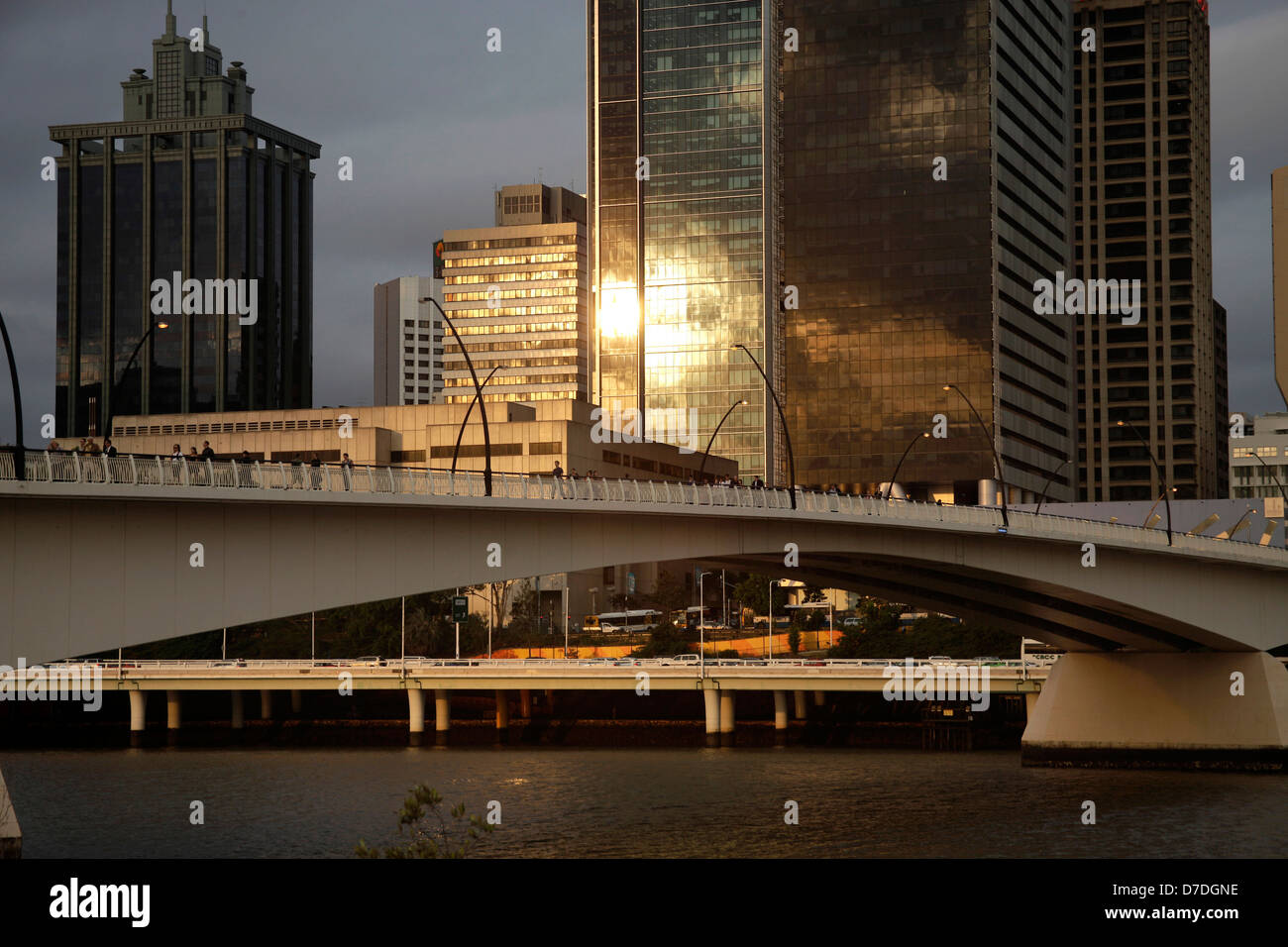 evening light at Victoria Bridge and Skyscraper in Brisbane, Queensland, Australia - Stock Image