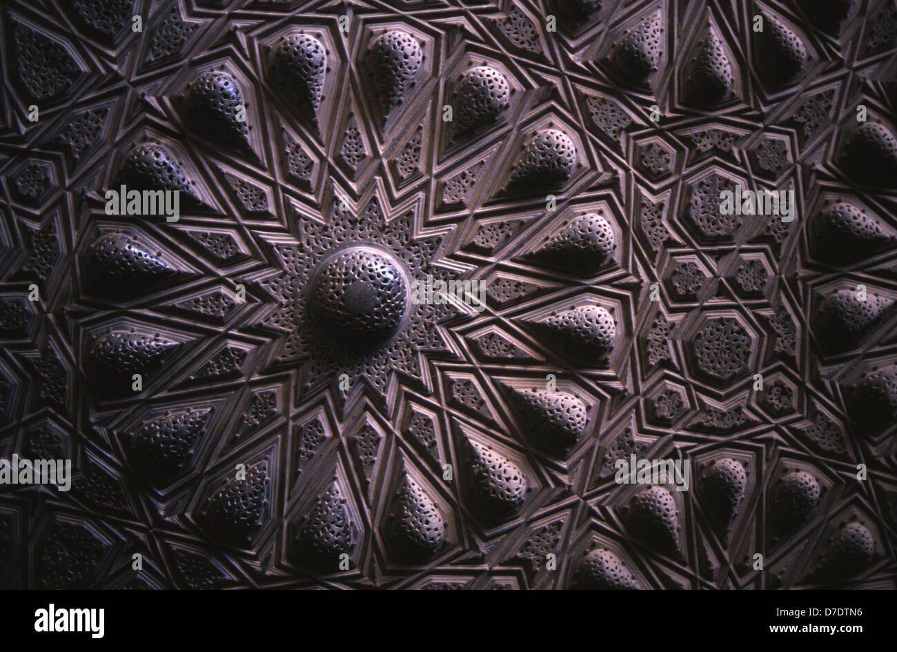 Arabesque ornament carving detail of the bronze gates at Sultan al-Mu'ayyad mosque, Old city of Cairo Egypt - Stock Image