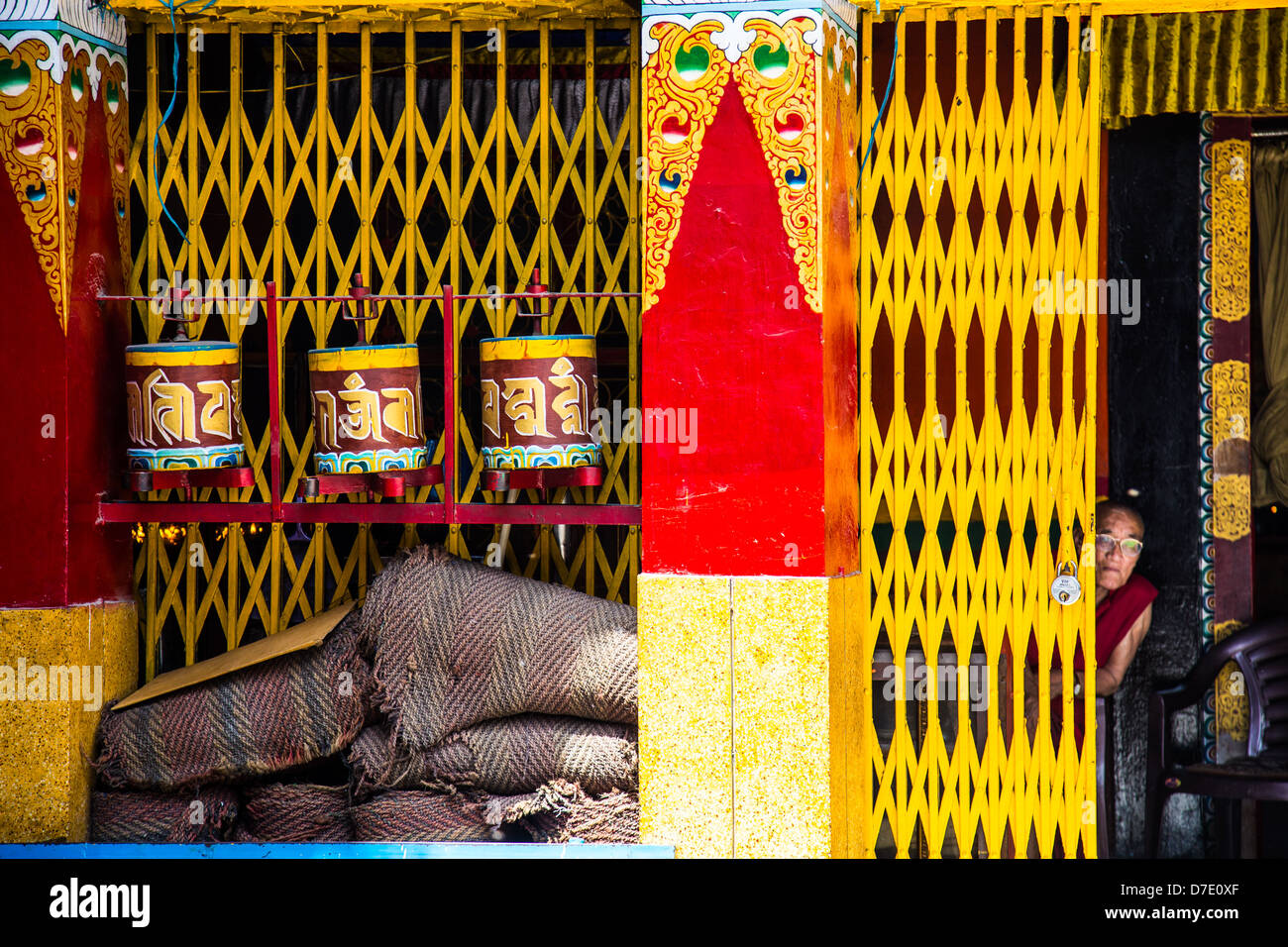 Monk and temple in Majnu-ka-tilla, Tibetan refugee colony in Delhi, India - Stock Image
