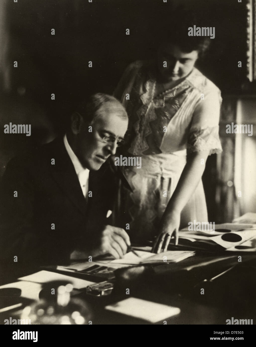 President Woodrow Wilson, seated at desk with his wife, Edith Bolling Galt - Stock Image