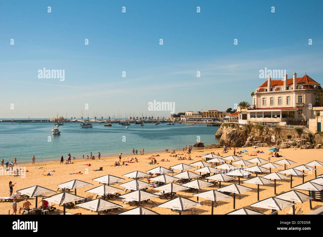 Sun umbrellas and beach - Stock Image