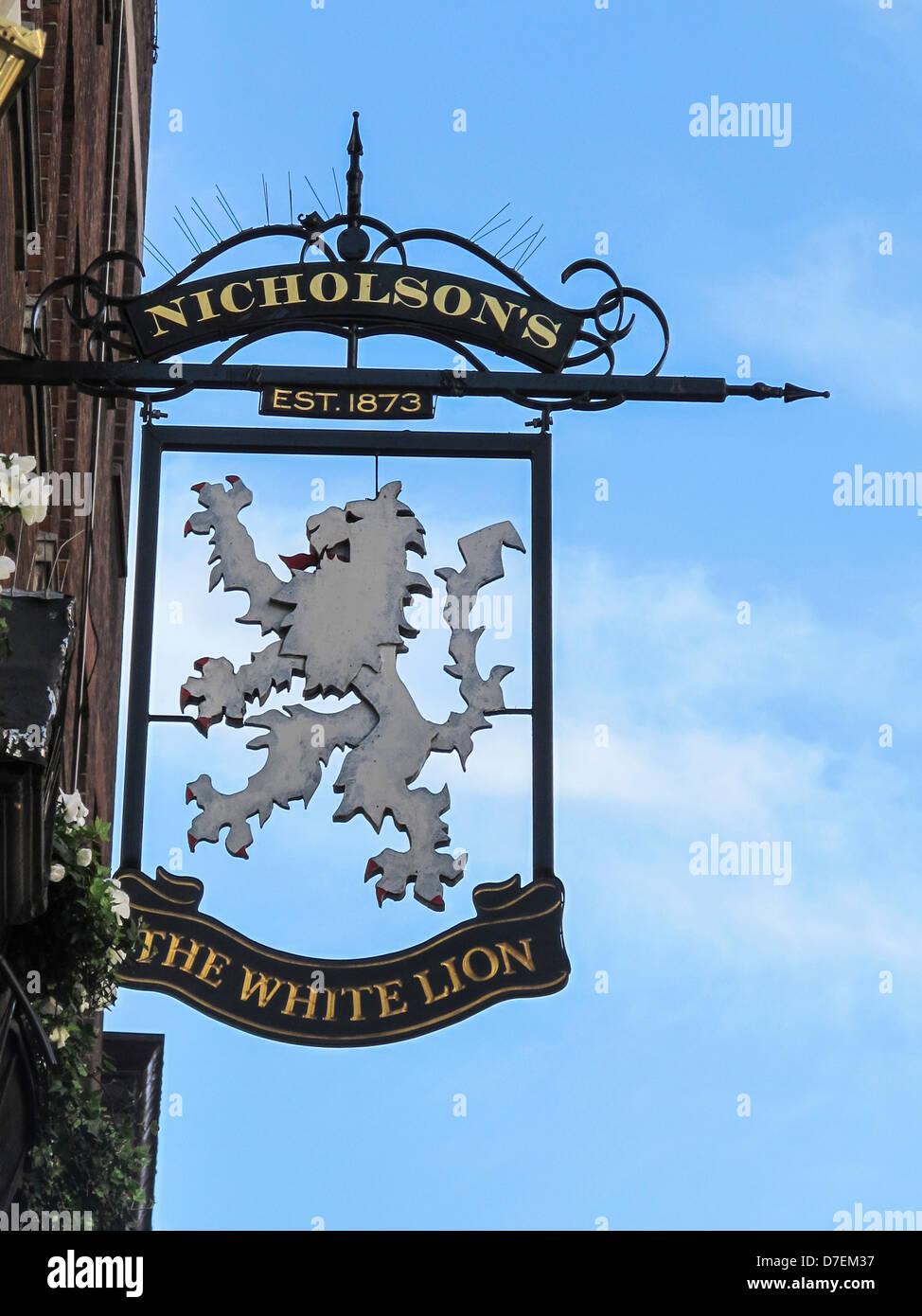 The White Lion - pub sign against a blue sky, Covent Garden, London - Stock Image