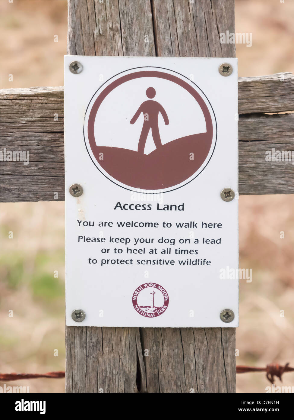 Notice denoting Access Land where walking is permitted but dogs must be controlled in the North Yorkshire Moors - Stock Image