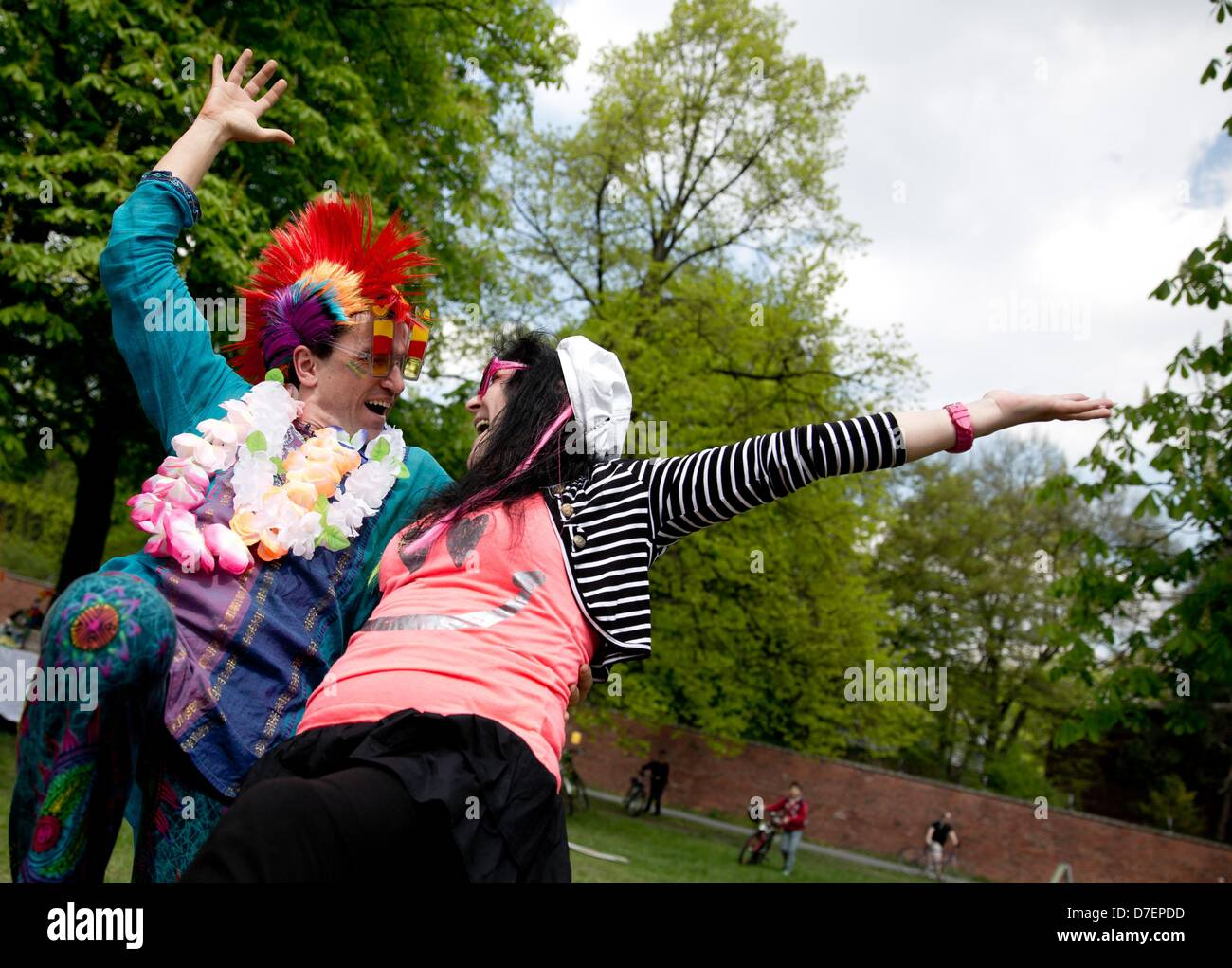 People laugh during World Laughter Day at Tempelhofer Feld in Berlin, Germany, 05 May 2013. 'The most cheerful - Stock Image