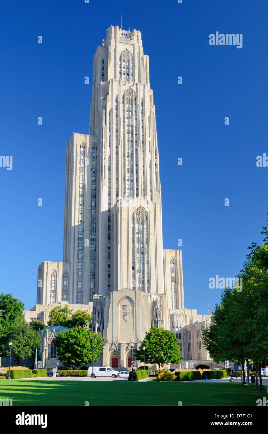The Cathedral of Learning on the campus of the University of Pittsburgh. - Stock Image