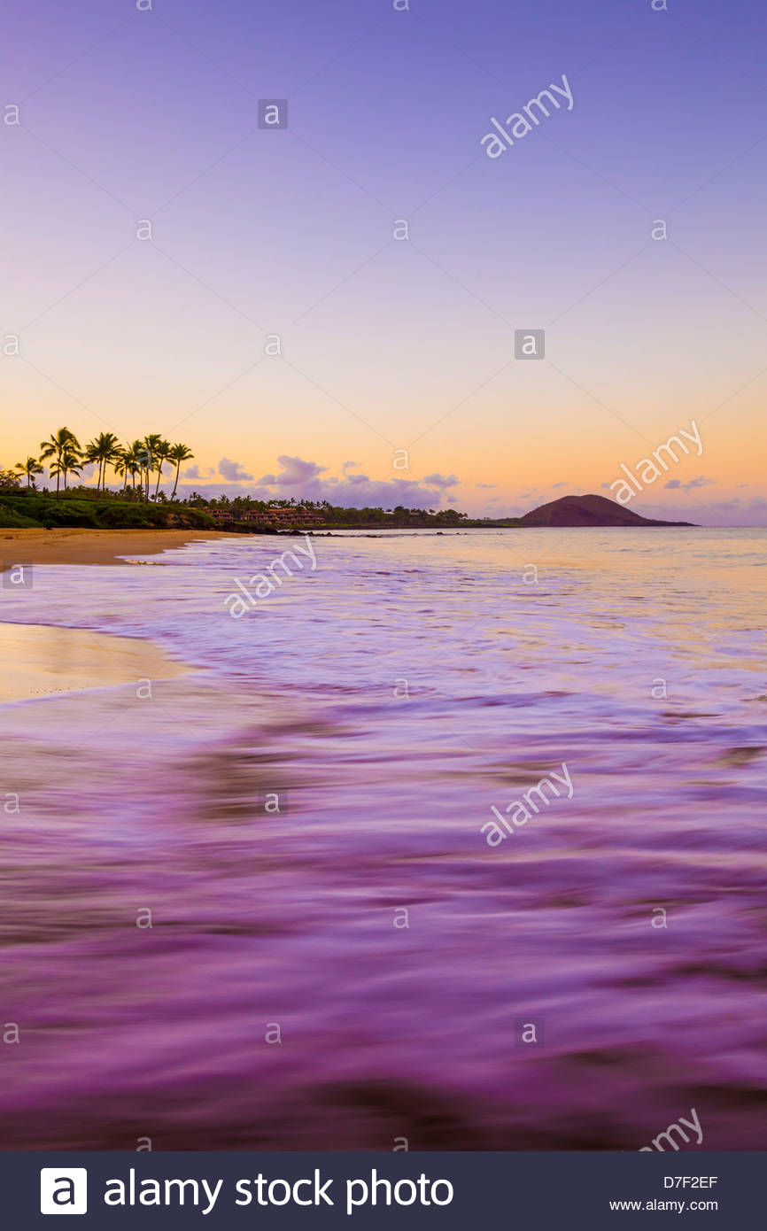 Early morning at Po'olenalena Beach in Makena on the island of Maui in the State of Hawaii USA - Stock Image