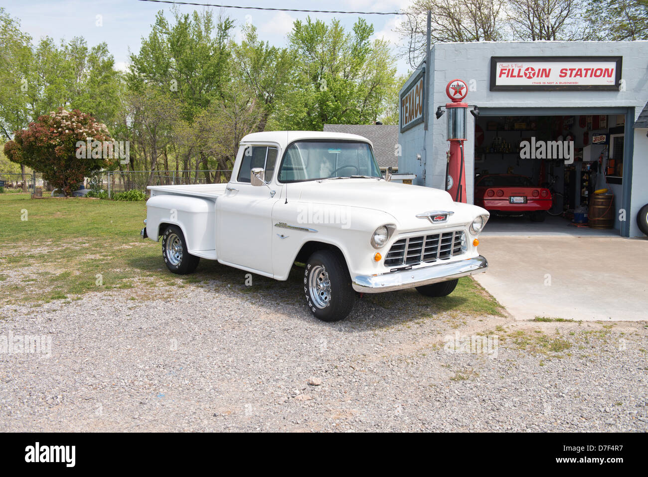 A white, classic 1955 Chevrolet V8 pickup sitting in front of a private memorabilia museum on Route 66 outside of - Stock Image