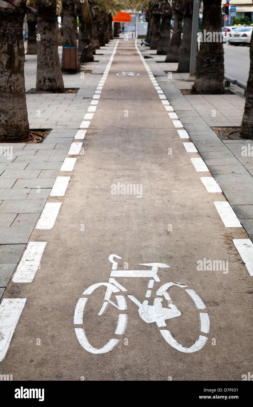 Bicycle lane in Nordau Avenue, Tel-Aviv, Israel. - Stock Image