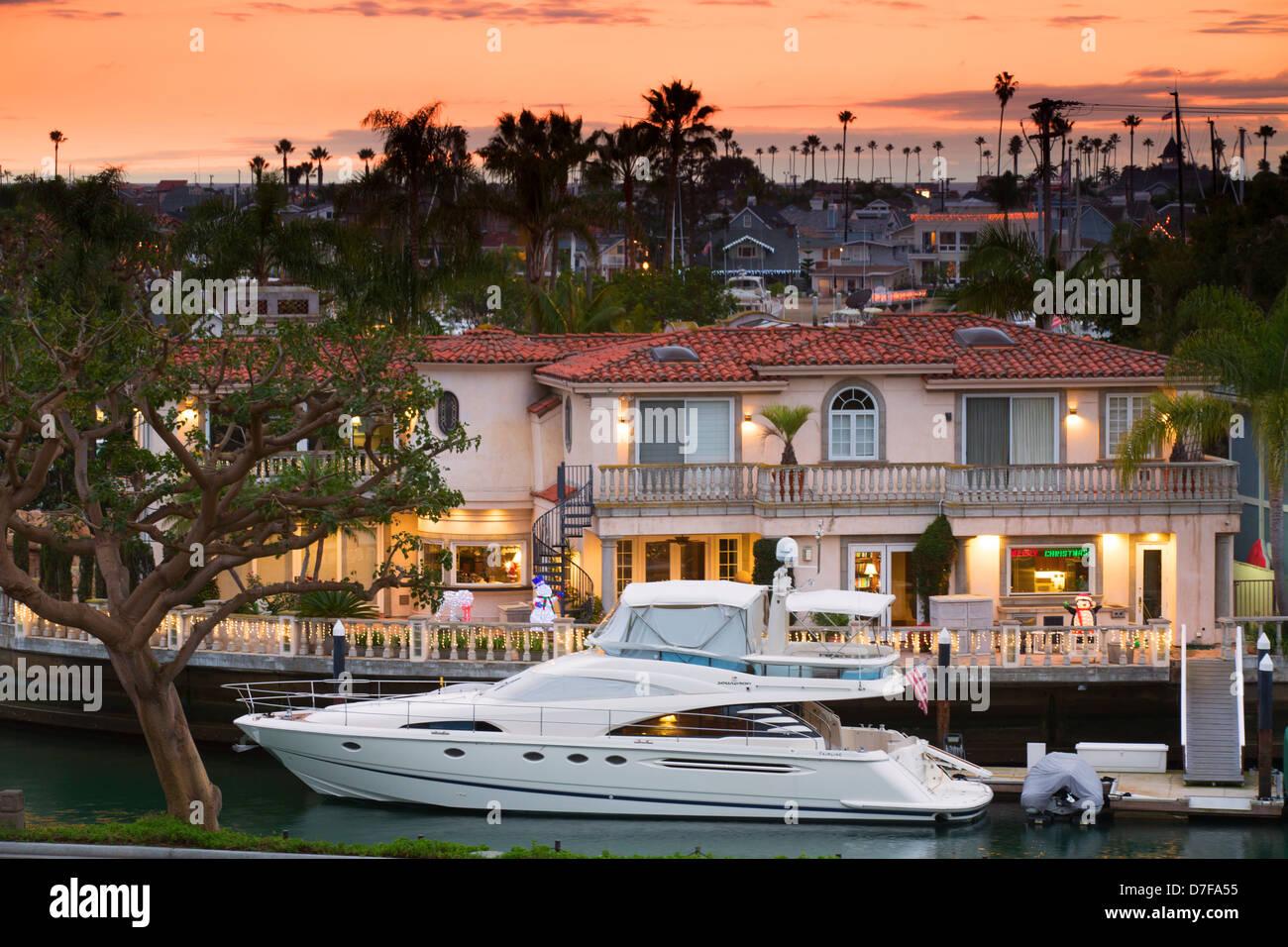 Yachts on harbor island newport beach orange county - Maison d architecte orange county californie ...