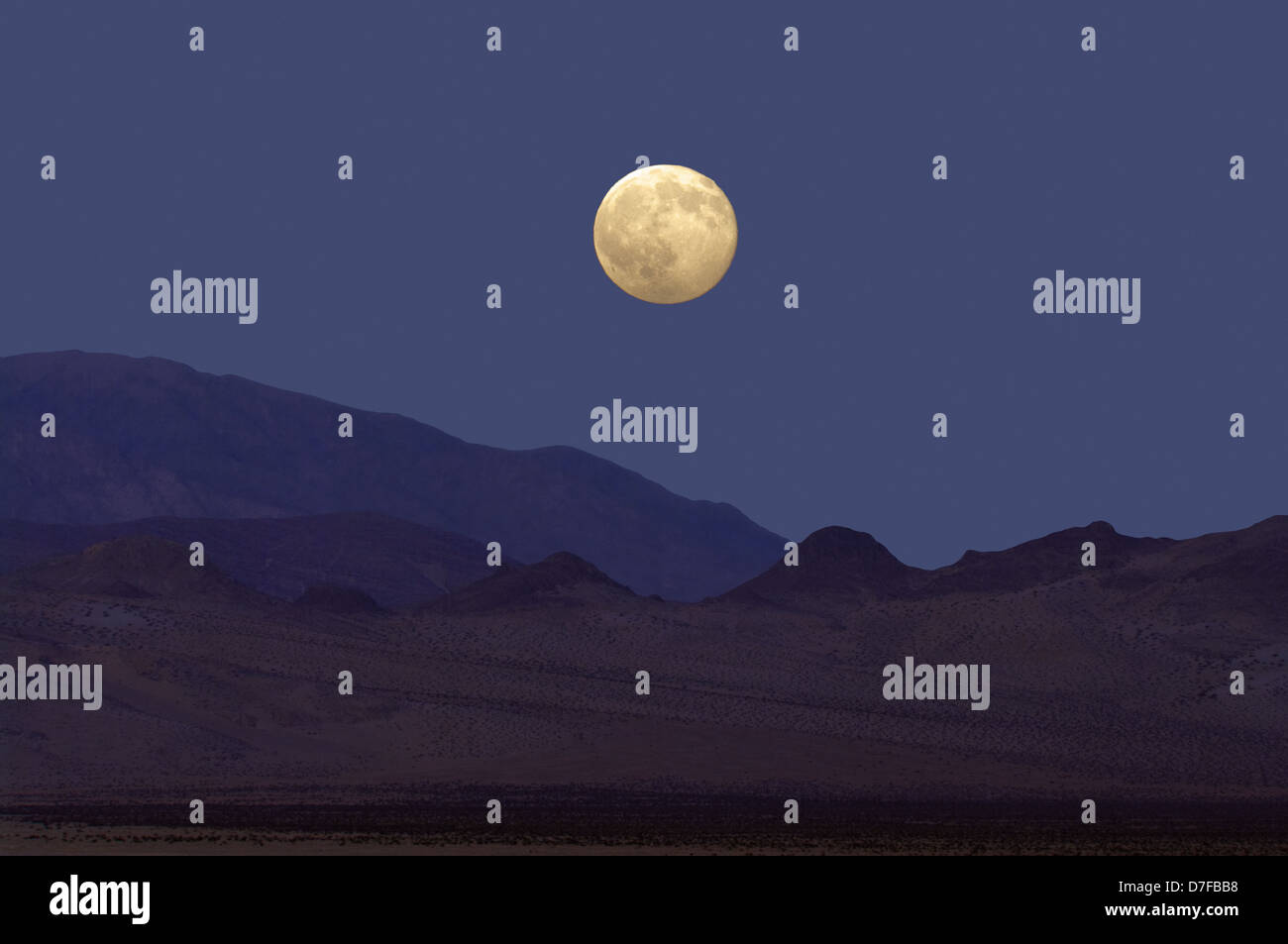 Moon rise at the Mojave Desert, California, USA. - Stock Image