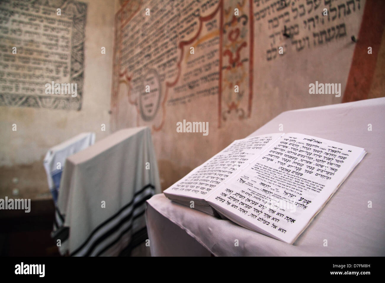 Shema Israel Prayer in a siddur opened in front of the Holy Ark at Tykocin (Tiktin) Synagogue, Poland - Stock Image