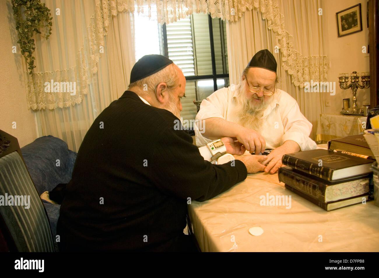 Rabbi Hezi Elenberg of Ger Hasidic dynasty practising Alternative Medicine in Bnei Brak , Israel - Stock Image