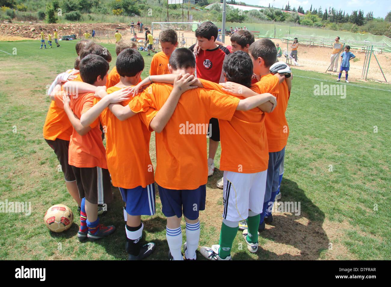 Kammon boys' soccer team gets ready to begin a game in Misgav - Stock Image