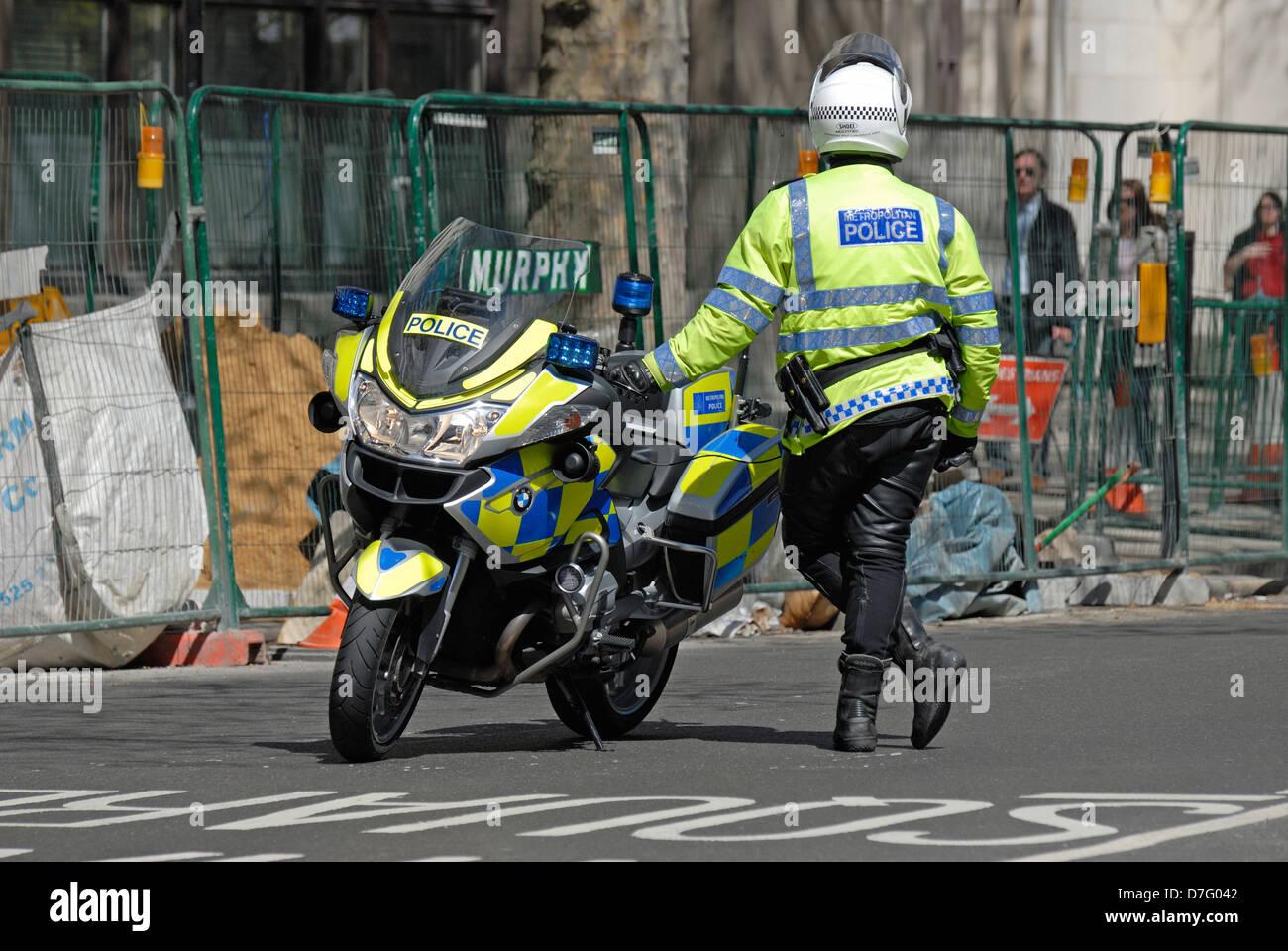 London England Uk Metropolitan Police Officer With Bmw R1200rt