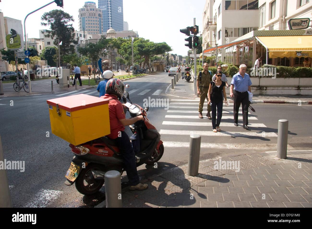 courier on scooter in rothschild boulevard, tel aviv - Stock Image