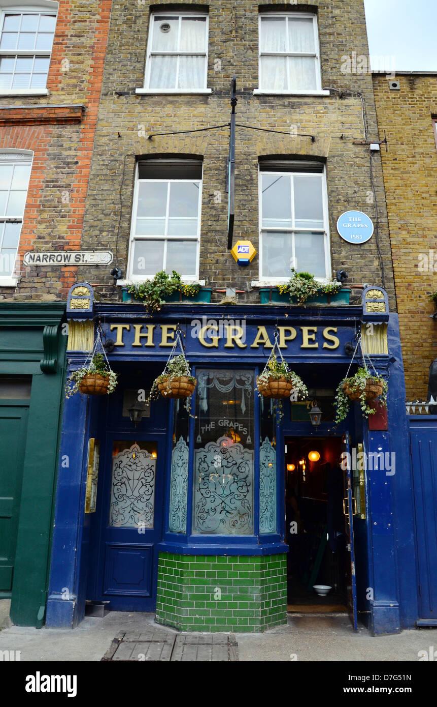 The Grapes pub, Narrow Street, Limehouse, London - Stock Image
