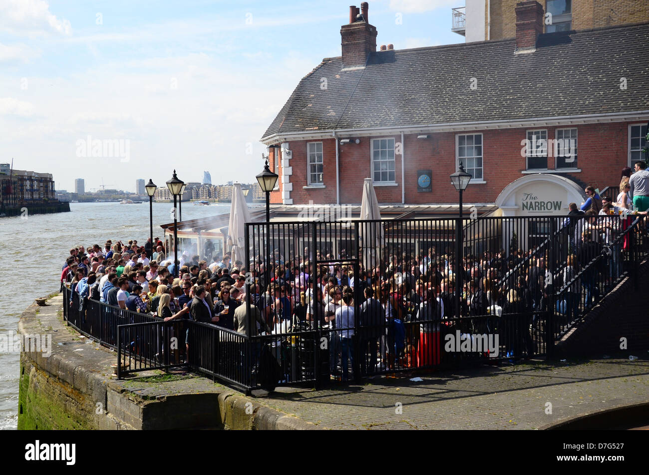 People drinking in the beer garden at The Narrow pub, Narrow Street, Limehouse, London, owned by Gordon Ramsay - Stock Image