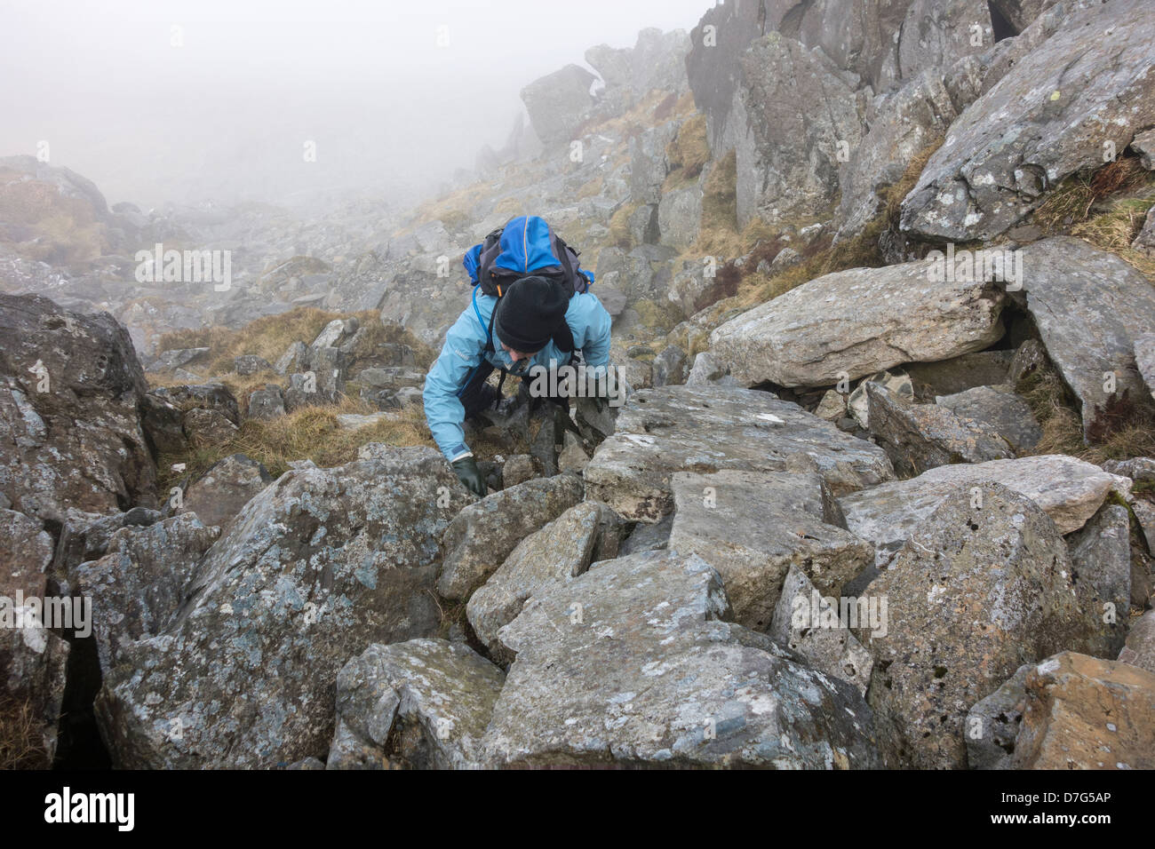 Women scrambling up the west face of Tryfan on a misty morning - Stock Image
