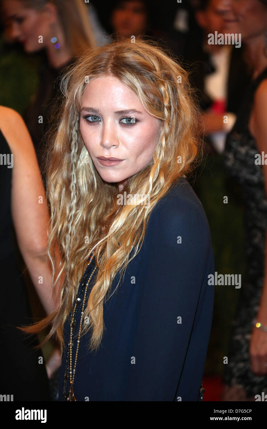 Mary-Kate Olsen arrives at the Costume Institute Gala for the u0027Punk Chaos  sc 1 st  Alamy & Mary Kate Olsen Stock Photos u0026 Mary Kate Olsen Stock Images - Alamy