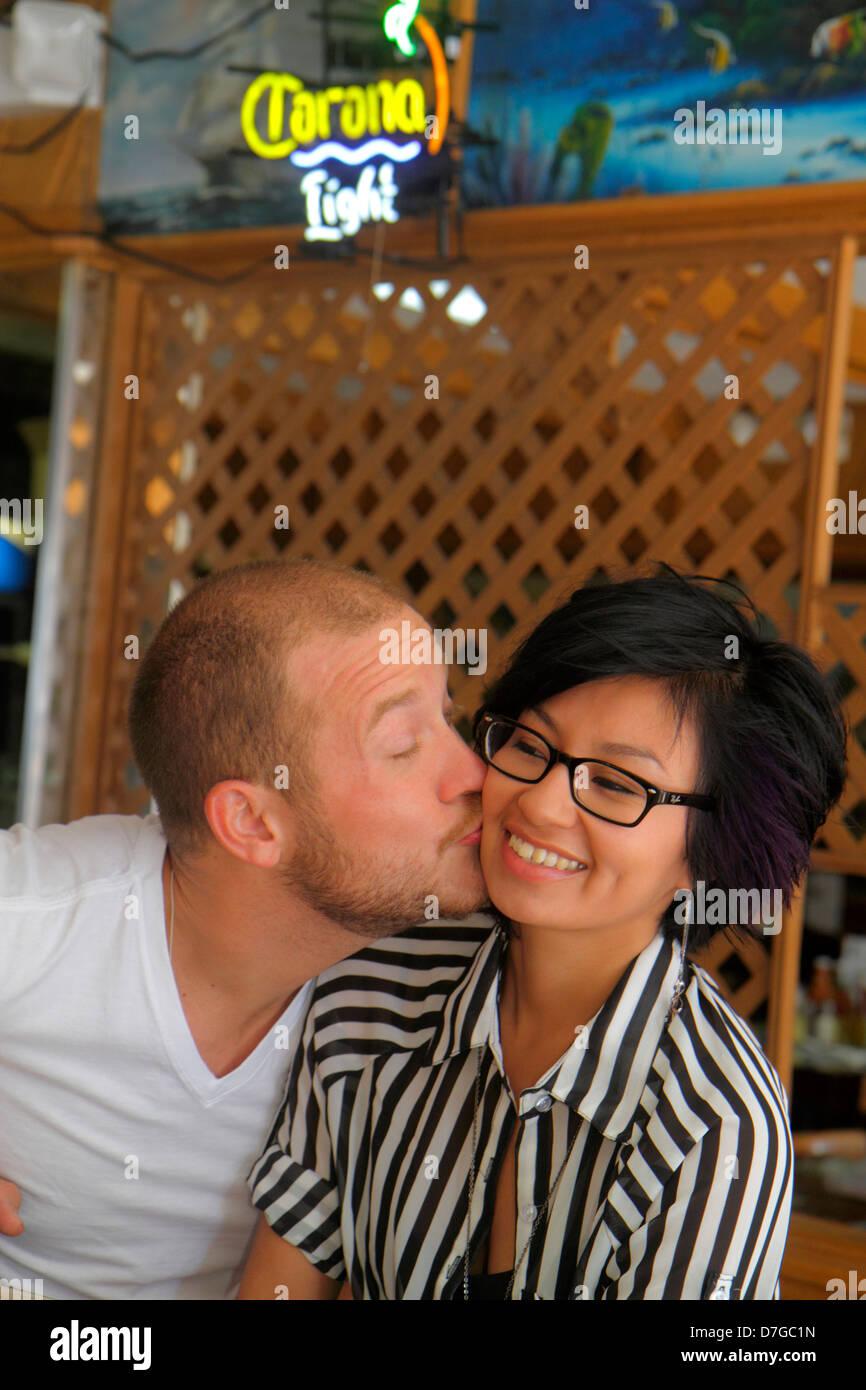 Aasian dating Florida Mitä absoluuttinen vuodelta Rock kertovat meille
