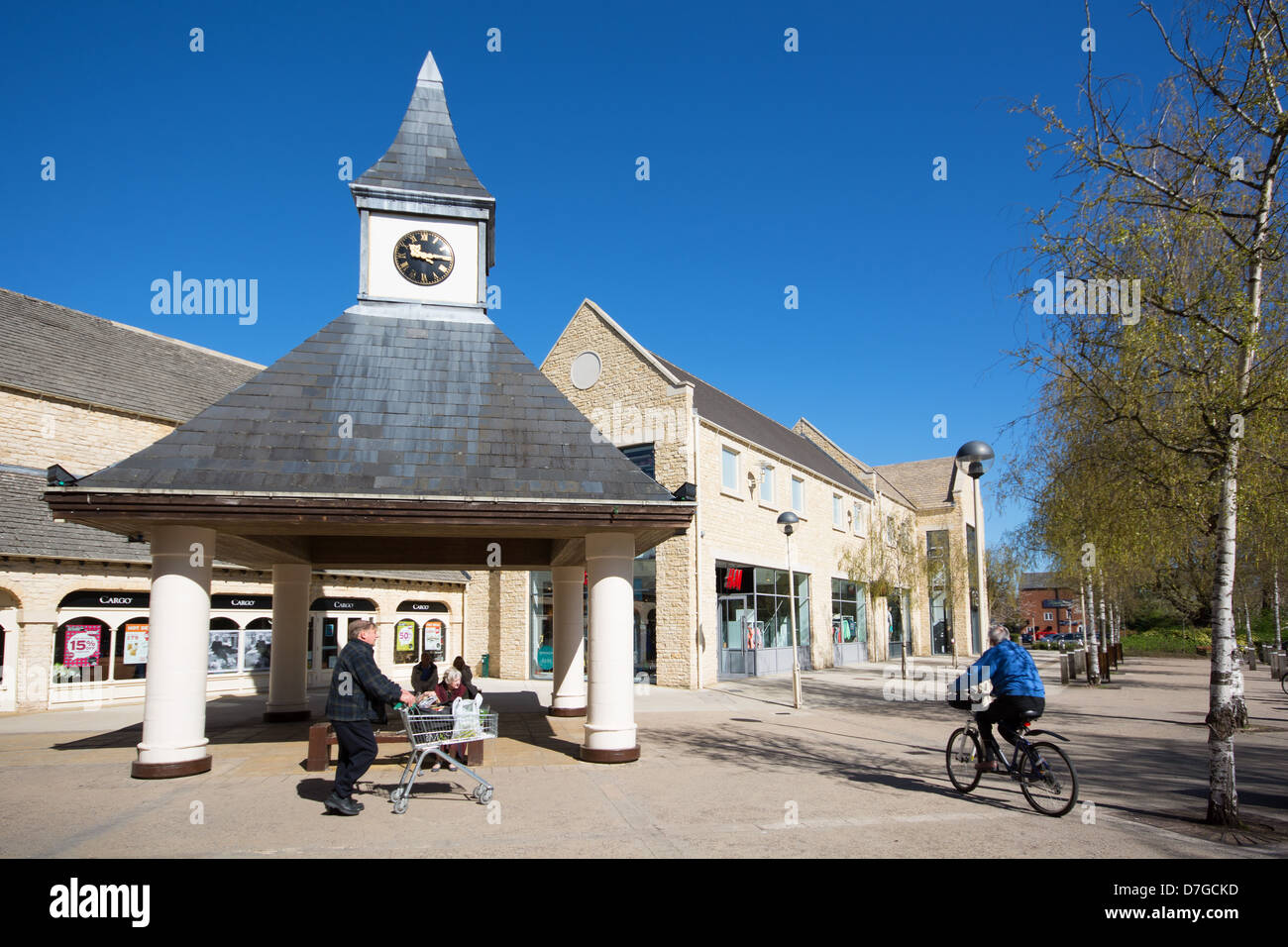 WITNEY, OXFORDSHIRE, UK. The Woolgate Shopping Centre in the town centre. 2013. - Stock Image