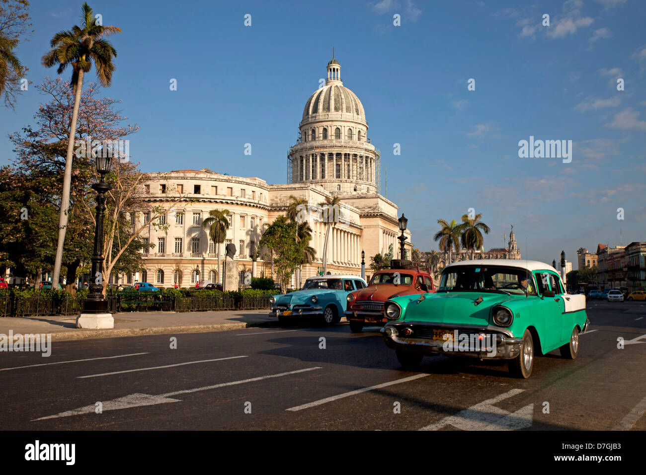 classic US cars and El Capitolio in central Havana, Cuba, Caribbean Stock Photo