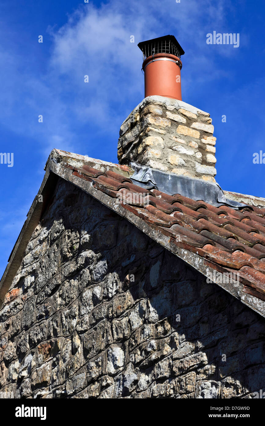 8870. Chew Valley, stone house and chimney, Somerset, England, UK - Stock Image