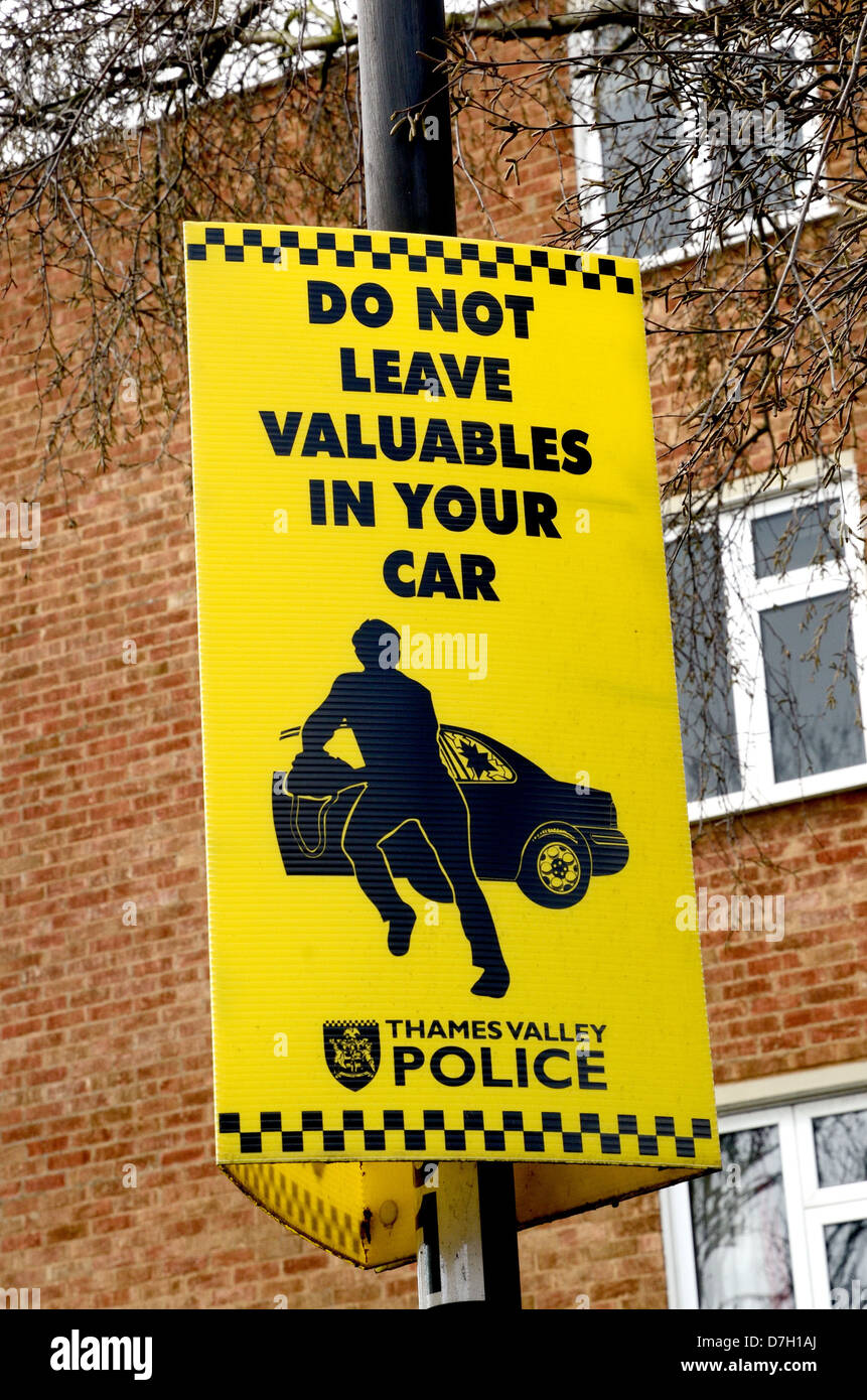 Police sign warning public not to leave valuables in their cars - Stock Image